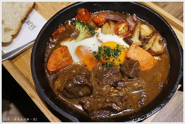 黑浮咖啡台中-35-鄉村匈牙利牛肉烤蛋.JPG