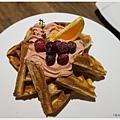黑浮咖啡台中-42-野莓森林鬆餅.JPG