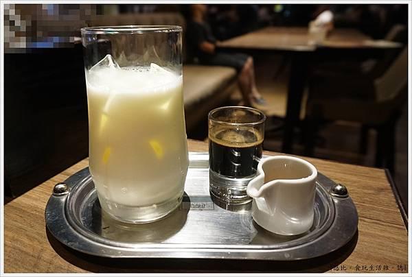 黑浮咖啡台中-49-大理石拿鐵.JPG