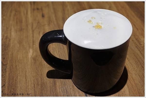 黑浮咖啡台中-53-法式鹽之花拿鐵.JPG