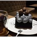 黑浮咖啡台中-60-極黑芝麻可可戚風.JPG