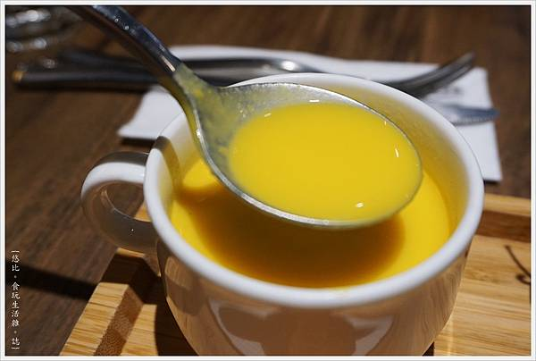 黑浮咖啡-28-托斯卡尼香草蔬菜小鐵鍋.JPG