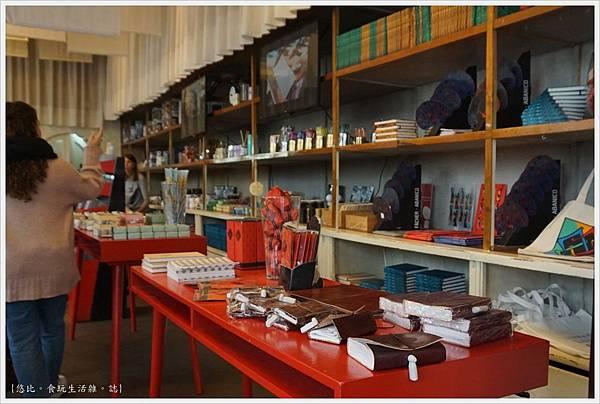 波多-18-萊羅書店.JPG