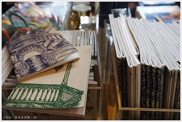 波多-50-萊羅書店.JPG