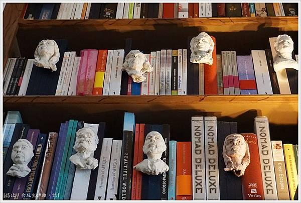 波多-52-萊羅書店.JPG