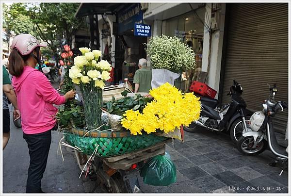 河內-6-街頭賣花.JPG