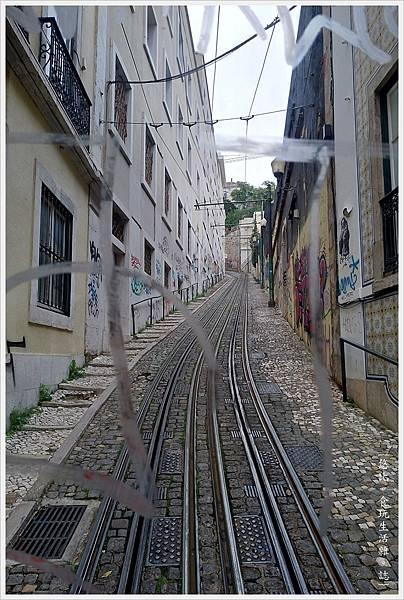 里斯本-Funicular Lavra-3.jpg