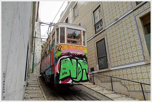 里斯本-Funicular Lavra-2.jpg