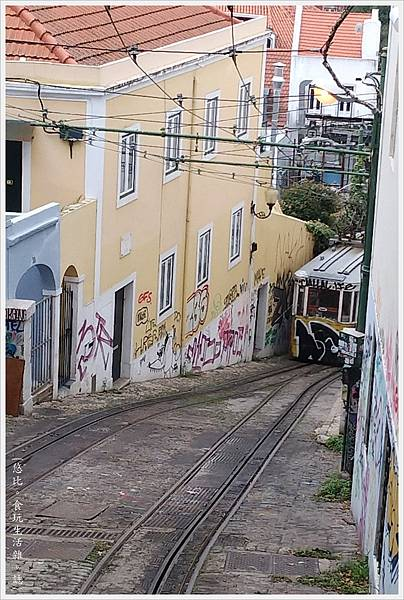 里斯本-Funicular Lavra-7.jpg