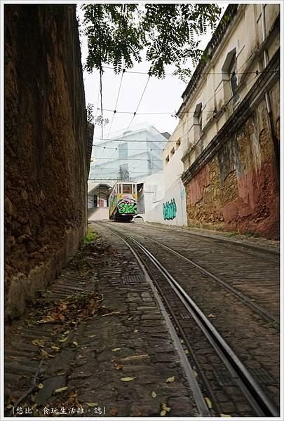 里斯本-Funicular Lavra-39.JPG