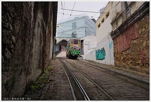 里斯本-Funicular Lavra-40.JPG