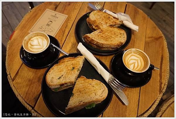 Fabrica Coffee Roaster-17.JPG