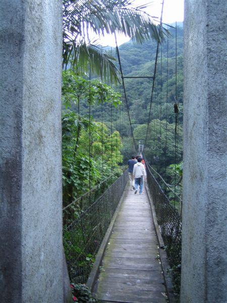 超長的吊橋