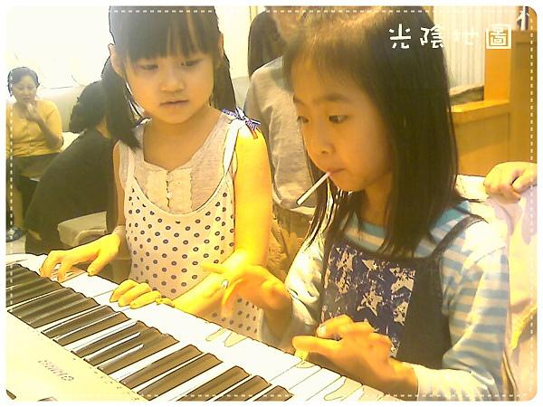 0606鋼琴上的女孩.jpg