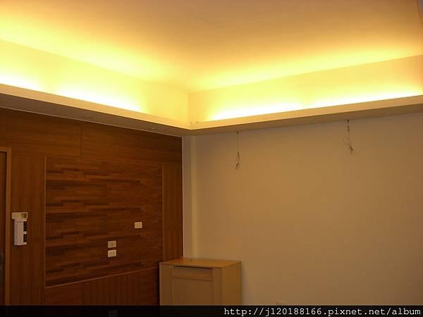 推薦新竹系統家具原木傢俱工廠直營0988220488Emily