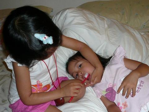 姊姊幫我刷牙