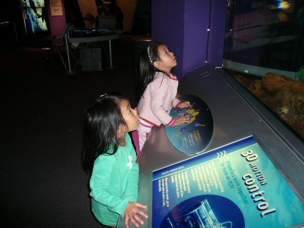 操縱潛水機器
