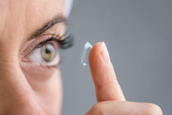 空汙戴隱形眼鏡恐傷眼 醫師建議注意這些事