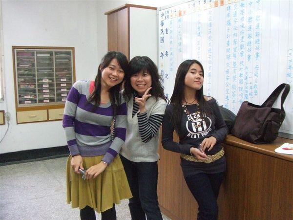 2007-3-12教務處裡(一臉欠扁樣)
