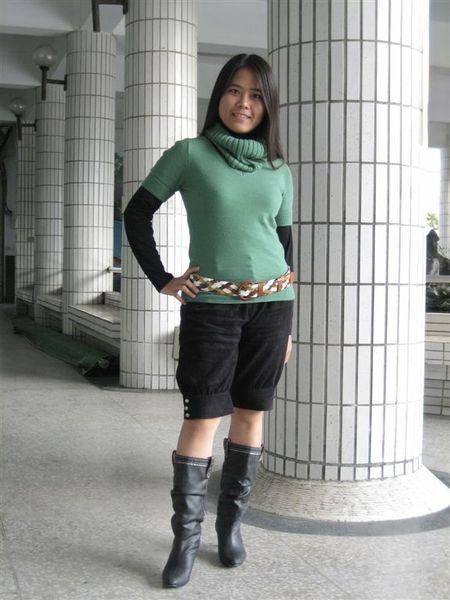 F.F.F.F短袖針織上衣+黑套頭牛奶絲+F.F.F.F七分褲+AS靴子+中山路腰帶