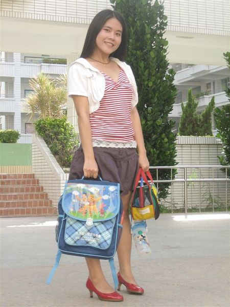 俊清老師贊助的小朋友書包+便當袋+水壺
