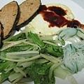 因為我不愛吃飯(外面很容易吃到),而且這樣就吃得很撐了,所以我的主食應該是青菜吧!.jpg