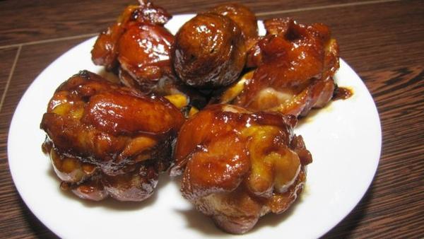 配菜類三號--紅燒雞,雖然跟可樂雞長得很像,但是料理方式不太