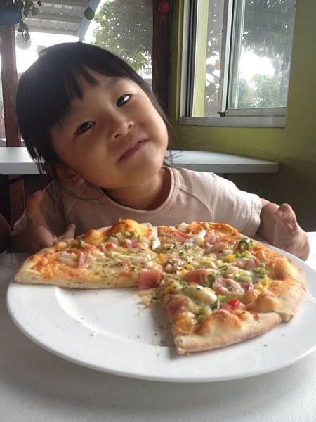 大家來品嚐我親自作的披薩