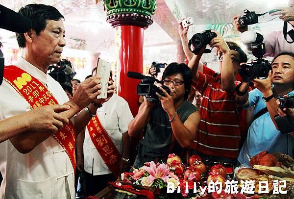 2011基隆中元祭-老大公廟開龕門033.JPG