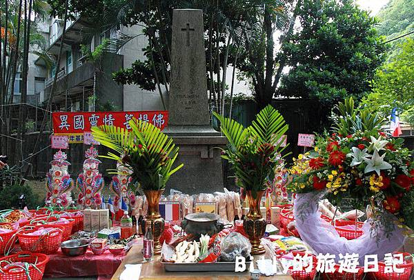 2011基隆中元祭-異國靈情法國公墓祭祀044.JPG