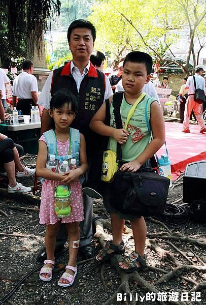 2011基隆中元祭-異國靈情法國公墓祭祀052.JPG
