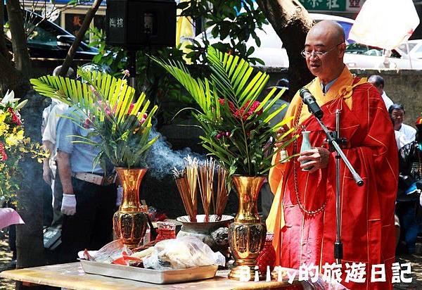 2011基隆中元祭-異國靈情法國公墓祭祀084.JPG