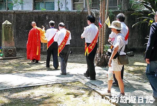 2011基隆中元祭-異國靈情法國公墓祭祀086.JPG
