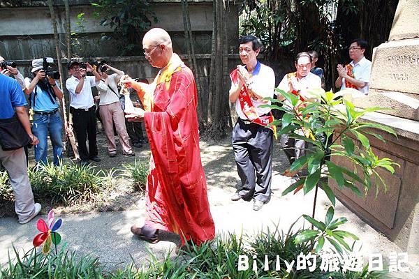 2011基隆中元祭-異國靈情法國公墓祭祀095.JPG