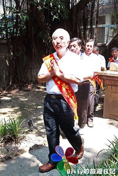2011基隆中元祭-異國靈情法國公墓祭祀097.JPG