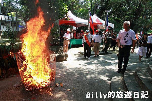 2011基隆中元祭-異國靈情法國公墓祭祀110.JPG