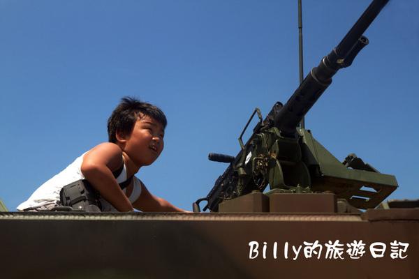 翔翔坐裝甲車010.jpg