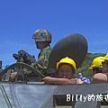 翔翔坐裝甲車003.jpg
