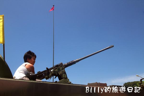 翔翔坐裝甲車008.jpg