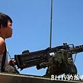 翔翔坐裝甲車009.jpg
