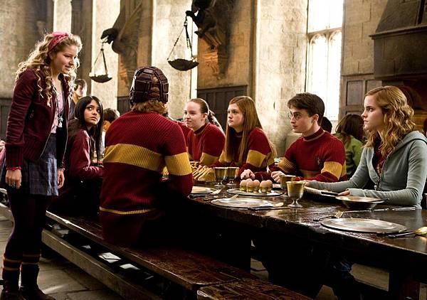 New-Half-Blood-Prince-stills-Quidditch-breakfast-harry-potter-6939594-2560-1799