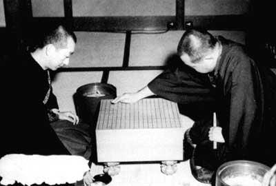 藤澤朋齋(右)與吳清源