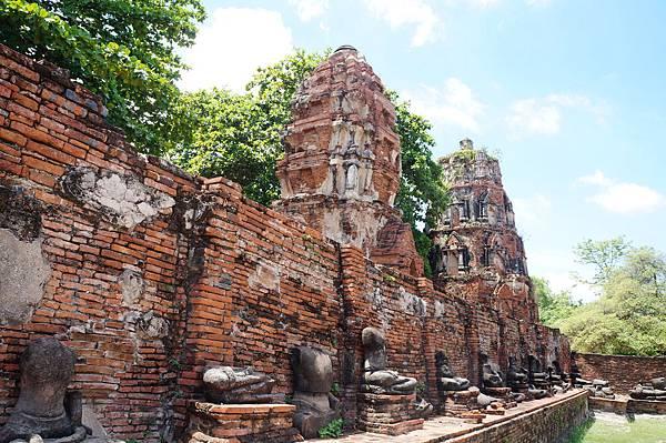 佛塔古蹟與廢墟佛像
