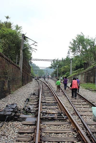 二號隧道北口端,往北爬上勝興車站