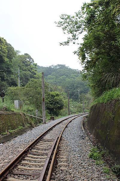 離開二號隧道,舊山線繼續往南駛進