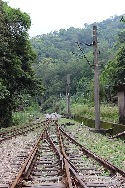 離開勝興車站往北走