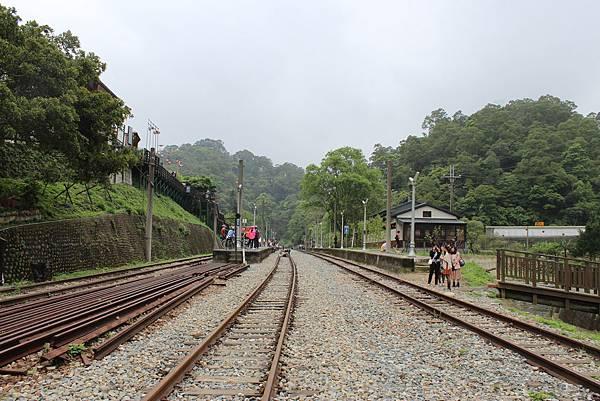 駛出一號隧道,即將進入勝興車站