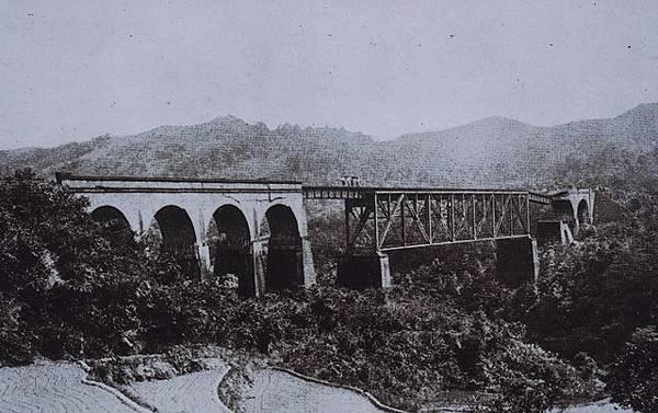 受到1935年大地震震損的魚藤坪橋全貌