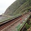 多良車站的欄杆變成綠色……