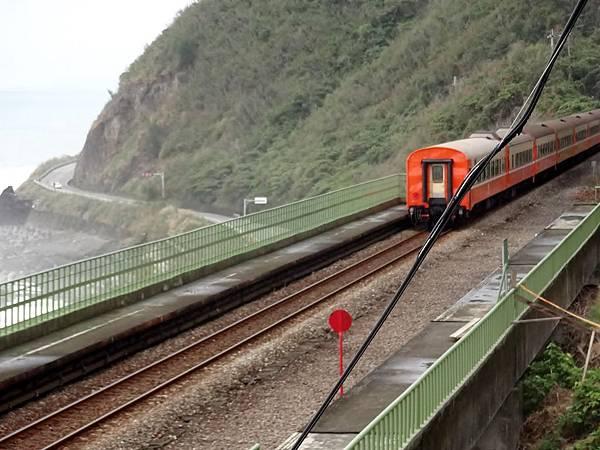 火車通過綠色多良